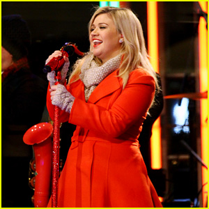 Kelly Clarkson is Literally 'Wrapped in Red' for Christmas Taping