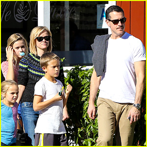 Reese Witherspoon & Jim Toth Grab Pre-Thanksgiving Lunch