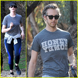 Anne Hathaway: Jogging with Adam Shulman Before New Year!