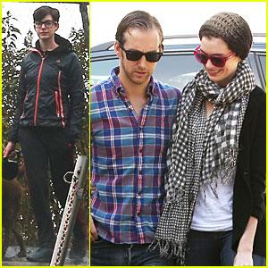 Anne Hathaway: Rainy Walk with Esmeralda!