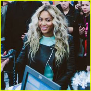 Beyonce: Surprise Shopping Trip to Walmart!