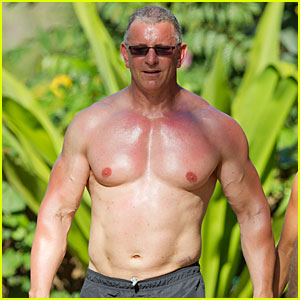 Celebrity Chef Robert Irvine Goes Shirtless In Hawaii