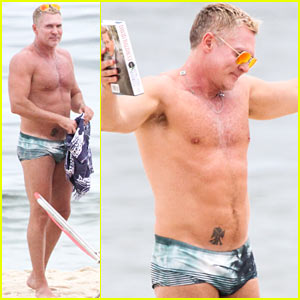 GMA's Sam Champion Shows Off Ripped Shirtless Torso!