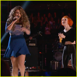 Jacquie Lee & Paramore: 'The Voice' Performance -Watch Now!