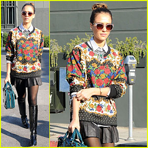 Jessica Alba: Floral Friday at Tavern!
