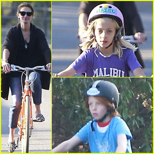 Julia Roberts Family Bike Ride With The Kids Julia