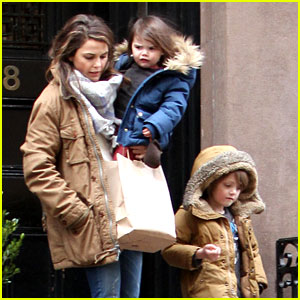 Keri Russell Steps Out Solo After Matthew Rhys Dating Rumors