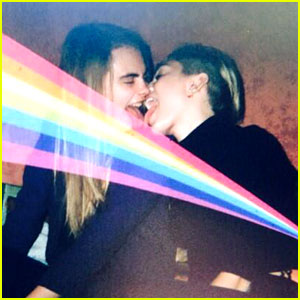 Miley Cyrus Adores Cara Delevingne, Licks Her Tongue! (Photo)