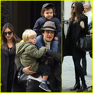 Miranda Kerr & Orlando Bloom: Christmas Eve with Flynn!