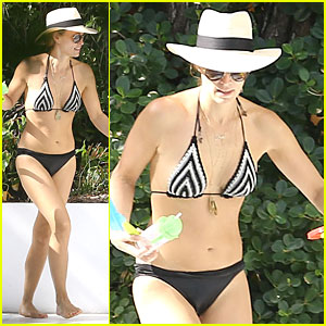 Molly Sims: Bikini Relaxation with Shirtless Scott Stuber!