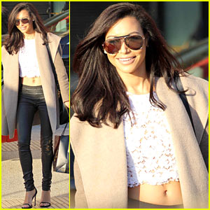Naya Rivera Bares Toned Flat Stomach for Holiday Shopping Trip!