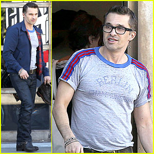 Olivier Martinez Shops the Post Christmas Sales with Family