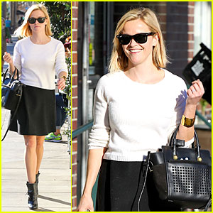 Reese Witherspoon: Grocery Run After Morning Workout!