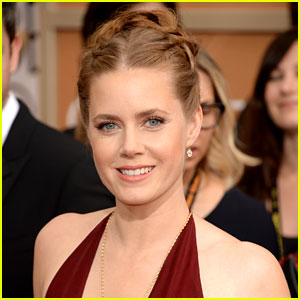 Amy Adams WINS Best Actress (Comedy) at Golden Globes!