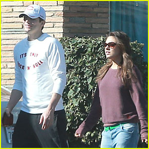 Ashton Kutcher & Mila Kunis: Nail Salon Weekend Pair!
