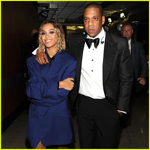 Beyonce Covers Up Backstage at Grammys 2014 with Jay Z!