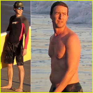 Edward Norton: Shirtless Sunset Ocean Swim!