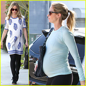 Emily Blunt: Pregnancy Cravings at Cafe Gratitude & Hugo's!
