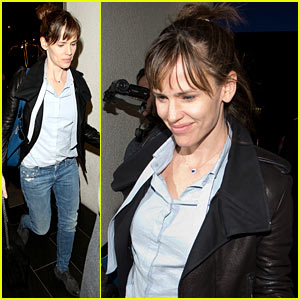 Jennifer Garner Flies Out of LAX Before SAG Awards 2014