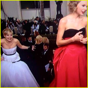 Jennifer Lawrence Photobombs Taylor Swift at Golden Globes!