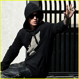 Justin Bieber's Airplane Stopped for Marijuana - Report