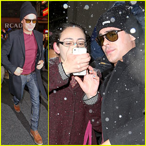 Zac Efron Braves Snowy Weather for 'Today' Show Visit