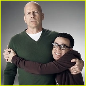 Bruce Willis & Fred Armisen Hug for Honda Super Bowl Commercial 2014 (Video)