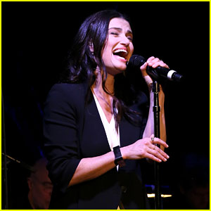 Idina Menzel Performs Songs from 'If/Then' at Free Fan Concert