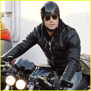 Justin Theroux Takes His Ducati For a Spi