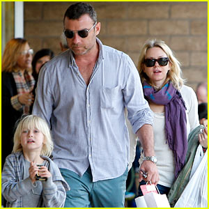 Naomi Watts & Liev Schreiber Make it a Family Day!