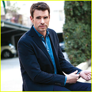 Scandal's Scott Foley: I'm a Very Average Man Off Camera