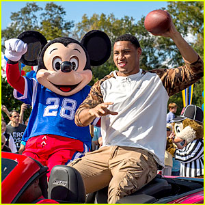 Super Bowl MVP Malcolm Smith Visits Disney World After Win!