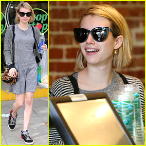 Emma Roberts is Reading Stephen King Book & Loving It!