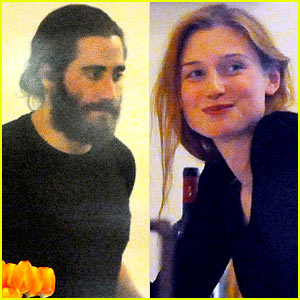 Jake Gyllenhaal Dines Out with Elizabeth Debicki in Rome