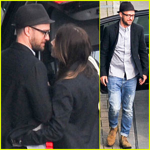 Justin Timberlake & Jessica Biel Kiss at Heathrow Airport!