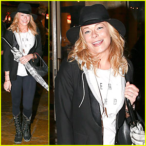 LeAnn Rimes Fights Rain Storm with Umbrella at Tosconova Restaurant!