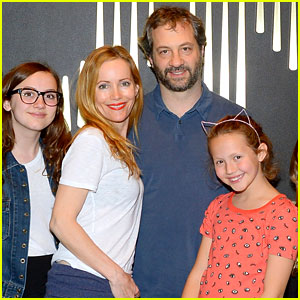 Leslie Mann Celebrates 42nd Birthday in Vegas with Her Family!