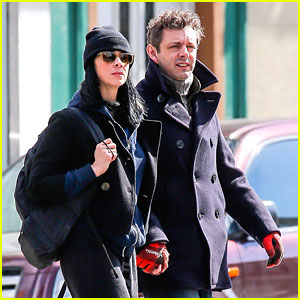 Michael Sheen & Sarah Silverman Hold Hands on Romantic Stroll in New York City!