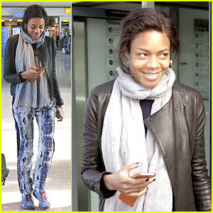 Naomie Harris is Flawless Without Make-Up at Heathrow Airport!
