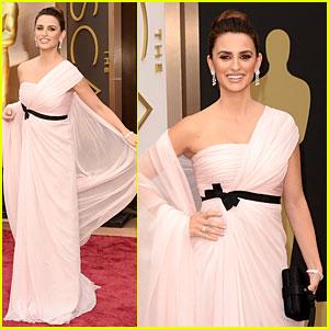 Penelope Cruz Gorgeously Flows on Oscars 2014 Red Carpet!