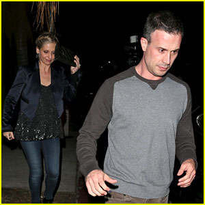 Sarah Michelle Gellar & Freddie Prinze Jr. Have a Date Night!
