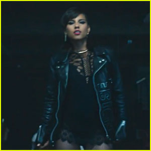 Alicia Keys Declares 'It's On Again' in New 'Spider-Man' Music Video - Watch Now!