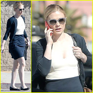 Anna Paquin Takes Care of Serious Business on the Phone!