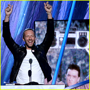 Chris Martin Looks Hot & Happy in First Post-Split Public Appearance!