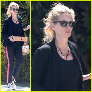 Julia Roberts Is Looking Great as a Blonde!