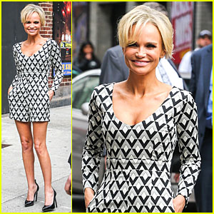 Kristin Chenoweth Tones It Up for 'Letterman' Appearance!