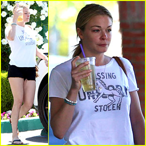 LeAnn Rimes Undergoes Surgery for Hangnail on Her Finger