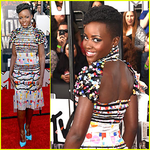 Lupita Nyong'o Shows Off Her Seductive Open Back at MTV Movie Awards 2014!
