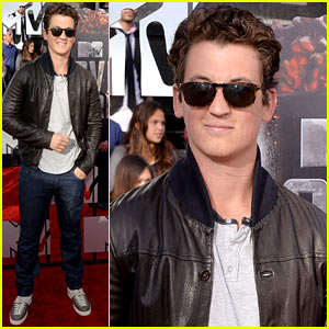 Miles Teller is Super Cool in Shades on the MTV Movie Awards 2014 Red Carpet