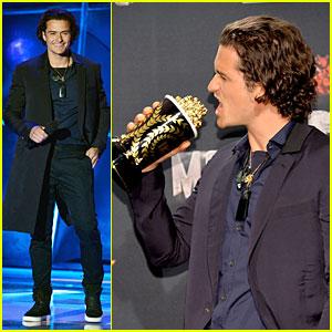 Orlando Bloom WINS Best Fight at MTV Movie Awards 2014